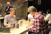 David Åhman (tutaren) - Thomas Madsen (kulturist), bakom funderar Bengt Schmeling på om batteriet ska räcka.