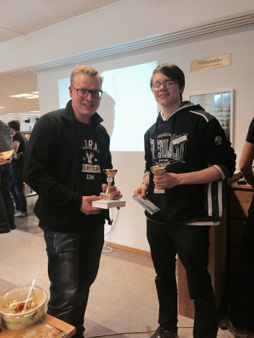 Vinnaren och trean Ari Mustonen (YatzyBoy), Nils Lundström (GLXKBLT).
