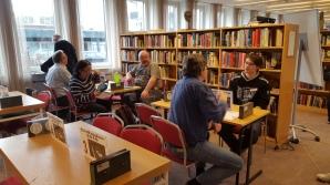 Folk börjar samlas, Stenlunds, Bo Langtorp, Nils Lundström vid registreringen hos Tomas Hagenfors.