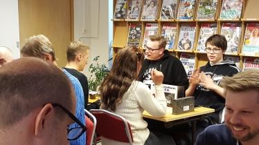 Sista ronden: David Åhman (tutaren) – Ari Mustonen (YatzyBoy), Eva Lothe Madsen (Lothom) – Nils Lundström (GLXKBLT).